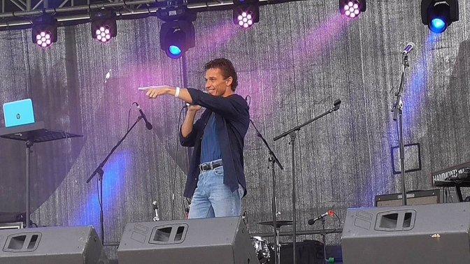 Claudio Baschetti International Singer Model